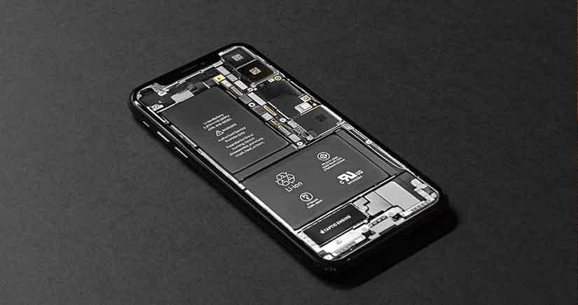iphone en su interior